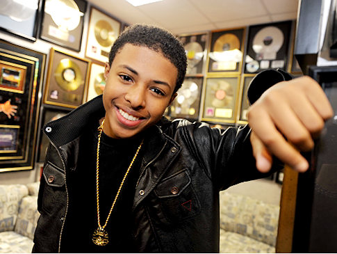 "Diggy releases ""Everybody Late"" (free mp3) and featured in Jacob Latimore's ""Like 'Em All"""