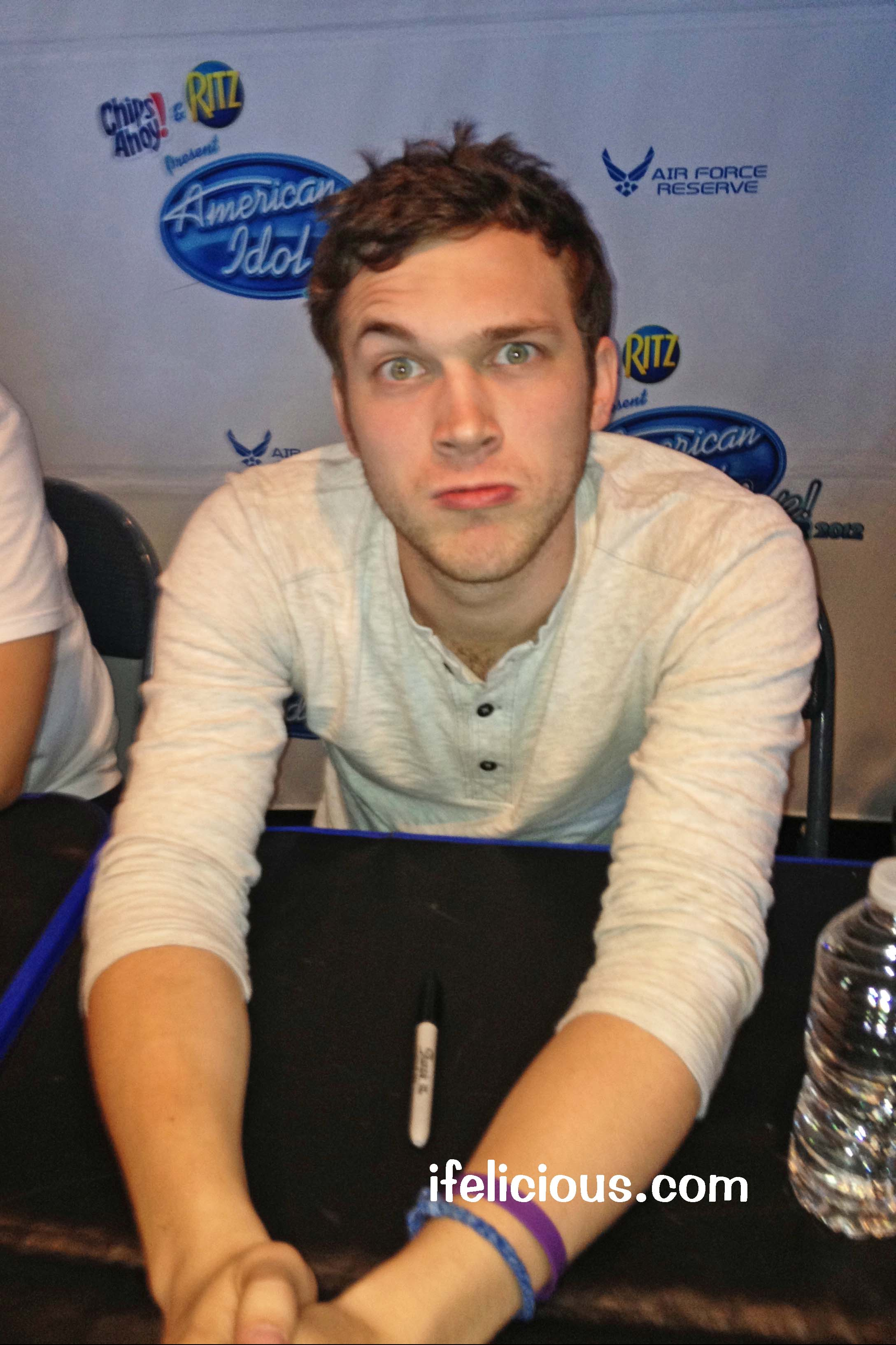 Ai meetgreet phillipphillips ver20293 american idol tour 2012 milwaukee phillip phillips m4hsunfo